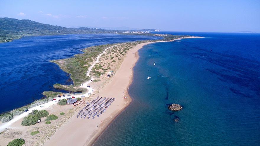 Chalikounas Beach mit der Tayo Beach Bar und Kite Club und Surfcenter in Griechenland