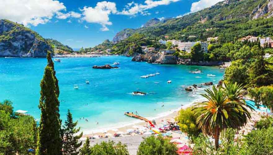 Der Strand von Paleokastritsa auf Korfu