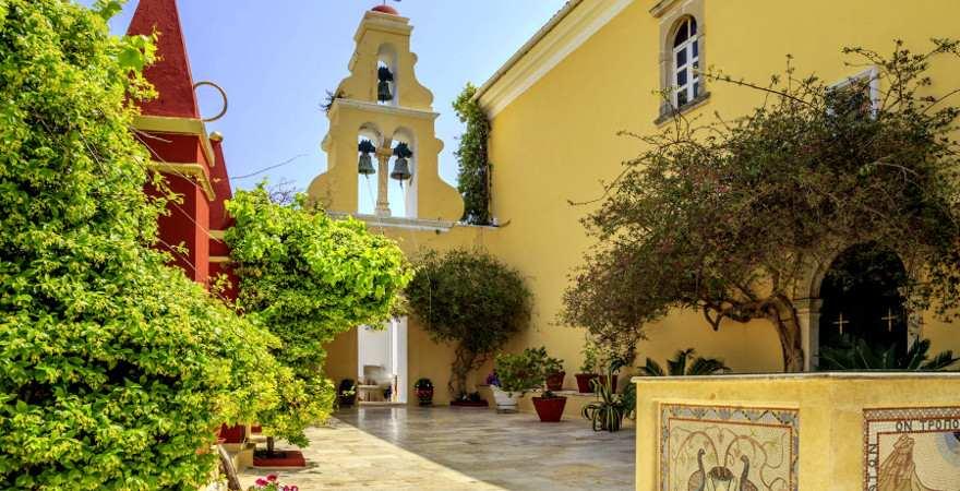 Hof des Klosters Paleokstritsa auf Korfu