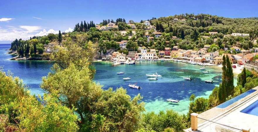 Der idyllische Hafen auf Paxos